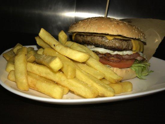 Nicolosi, İtalya: Burger PuntoICS!!
