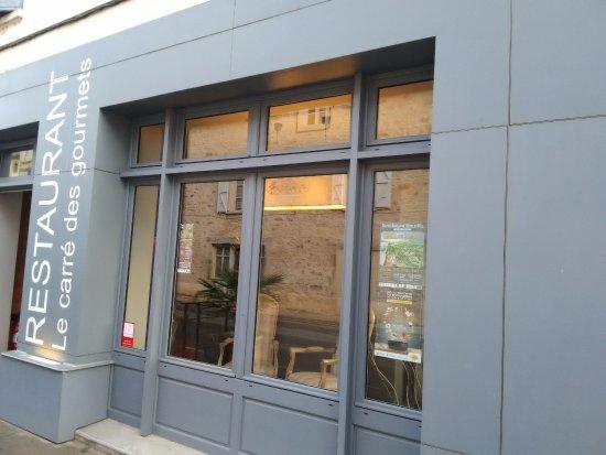 Saint-Antonin Noble Val, France: La vitrine du restaurant.