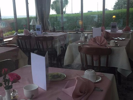 Dunvegan House Guest House : Early morning snap of the breakfast room :)