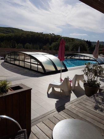 Tour-de-Faure, Frankrig: Chambre triple avec terrasse côté piscine