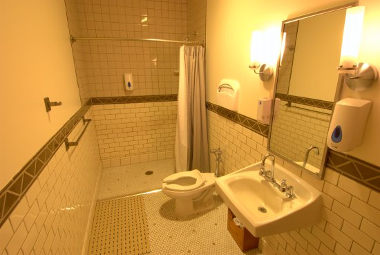 Timberline Lodge, ออริกอน: Guestroom bathroom