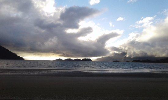 Amanecer en Caleta María, Tierra del Fuego.