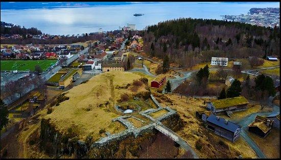 Sverresborg Trondelag Folk Museum: Dronebilde av borgen på Sverresborg Museum