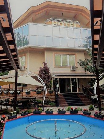 Hotel Aristocrat & Fish Restaurant Photo