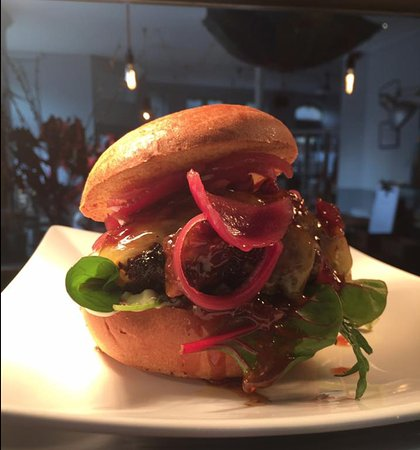 Petersfield, UK: Bacon and maple jam burger