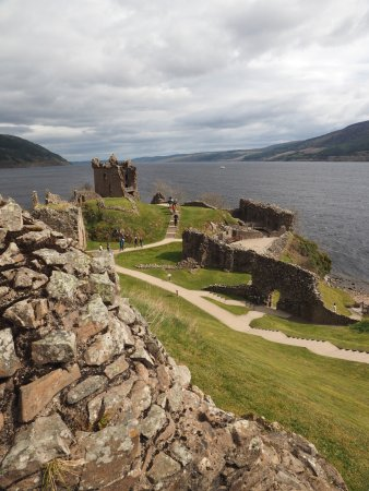 Urquhart Castle: Castle remains and grounds