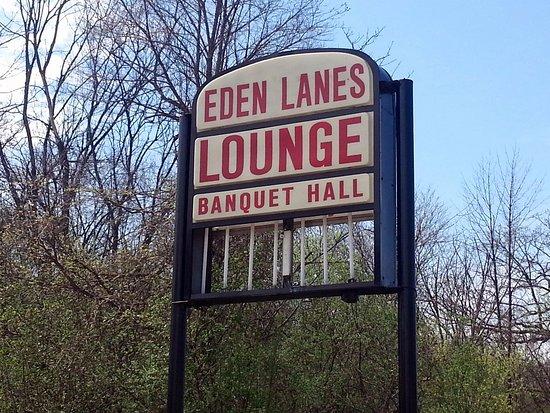 Westchester, IL: sign for Eden Lanes along Cermak Rd.