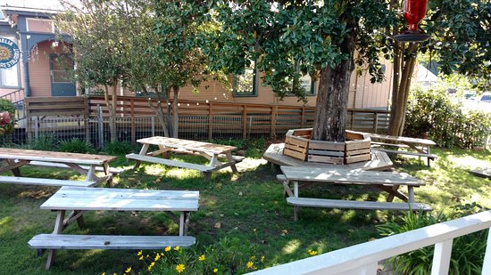 Jamestown, CA: Outdoor picnic area