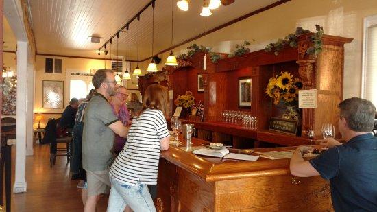 Τζέιμσταουν, Καλιφόρνια: Main tasting room bar
