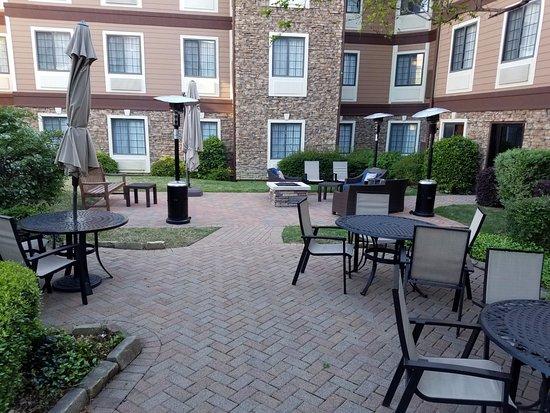 Irving, TX: Courtyard