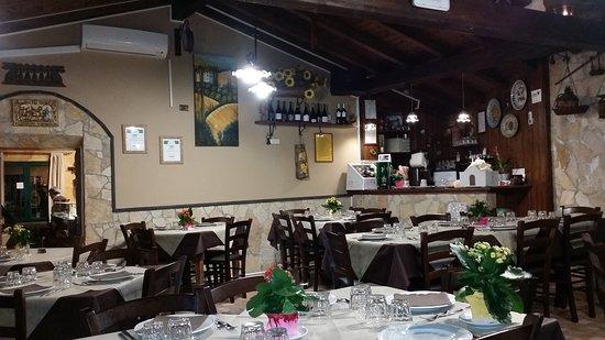 Santa Venerina, İtalya: TA_IMG_20170425_224206_large.jpg