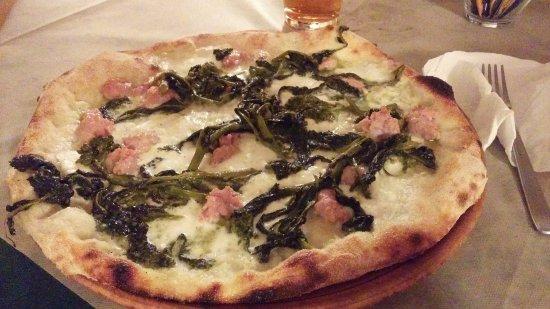 Casarano, Italy: Bufalata bianca, salsiccia e friarielli
