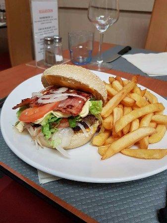 Landivisiau, Frankrig: J'ai choisi un bacon burger, rien à dire super bon et en plus très copieux