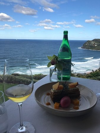 Whale Beach, ออสเตรเลีย: Something delicious with chocolate and tropical fruit - and an excellent dessert wine.