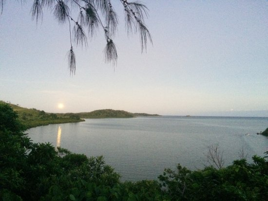 Остров Матакавалеву, Фиджи: Moon rising for a spectacular view from bures