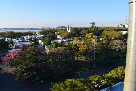 Faro de Colonia del Sacramento: Vista de la Plaza Mayor & la Basílica del Santísimo Sacramento