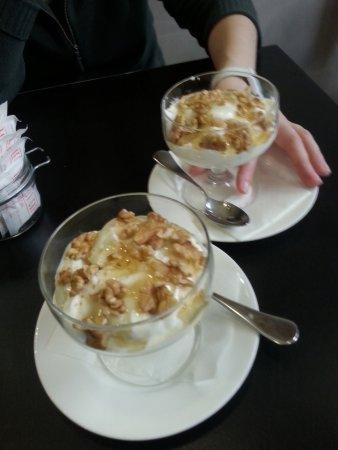 Le Petit Cafe: yogurt miele e noci