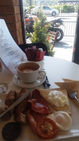 Warrenpoint, UK: all day breakfast while keeping an eye on the bike