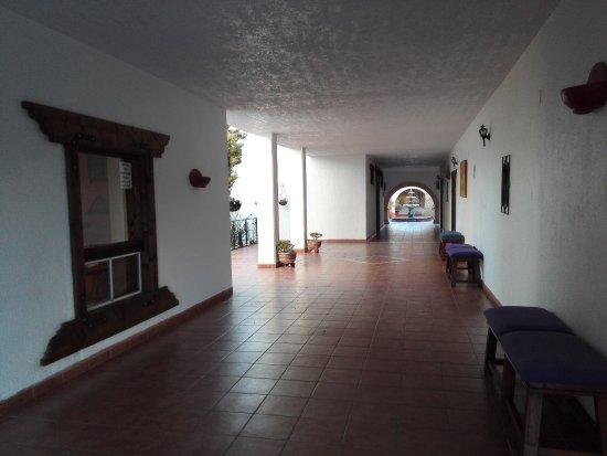 Catavina, Mexiko: großzügiger Gang vom Zimmer zum Restaurant/Rezeption