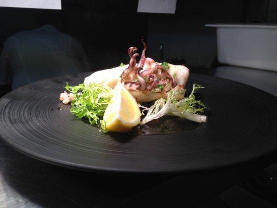 Worsley, UK: Fresh grilled calamari @Vesuvio