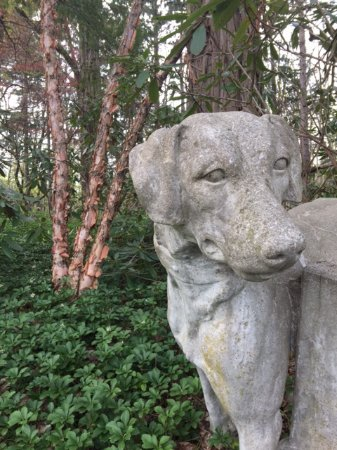 Milton, NY: Detail from the hotel's front yard.
