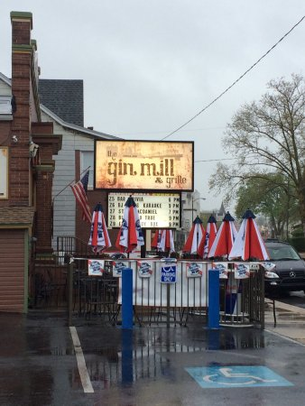 Rainy evening made better by Brandon at the Gin Mill in Northampton