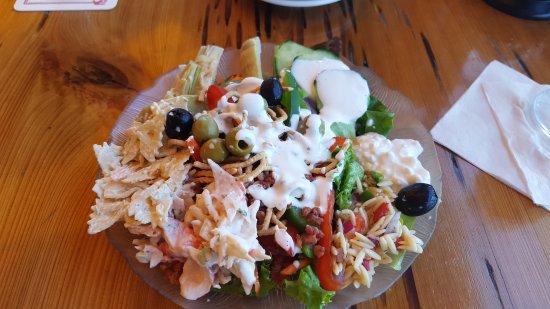 Dolphin Bar & Shrimp House: Salad