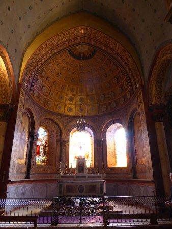 Beaujeu, France : Interior of Saint-Nicolas