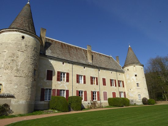 Quincie-en-Beaujolais, France: Chateau from the lawn.