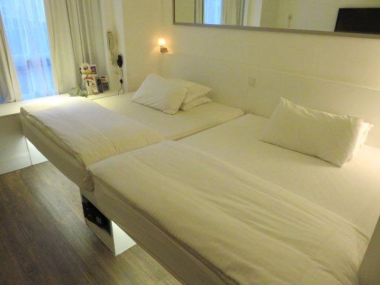 The Charterhouse Causeway Bay Hotel: Family Room At The Charterhouse Hotel    Causeway Bay (