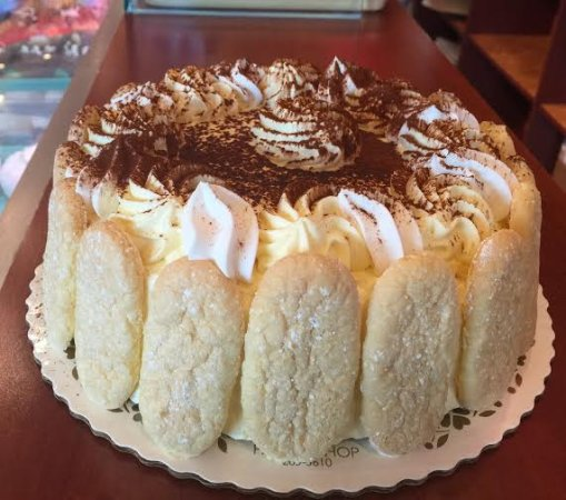 Smithtown, Νέα Υόρκη: Our Family receipe, Tirramisu Cake, is a favorite among customers and the Staff as well!