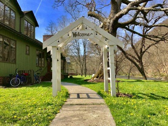 Marlinton, Virgínia Ocidental: Entrance Arbor