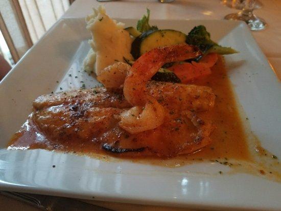 Carle Place, Estado de Nueva York: Filet Bronzino & Shrimp served with mash potatoes & saute vegetables! YUM!