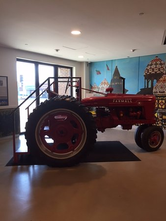 Mitchell, SD: Red tractor