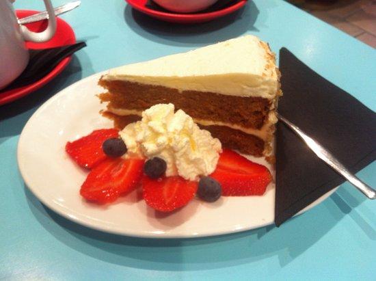 Blueys Beach, ออสเตรเลีย: Banana & Passionfruit Cake