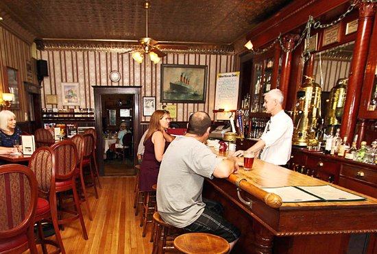 Jamestown, Californië: Enjoy your favorite cocktail, wine or craft beer in our historic Gold Rush Saloon