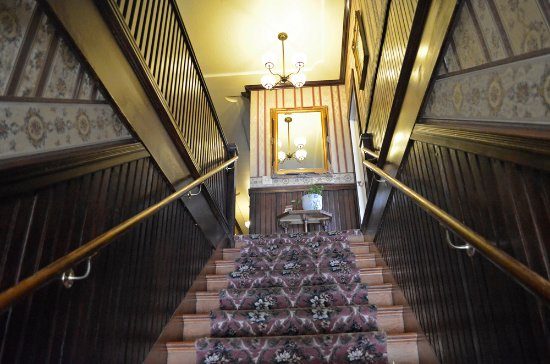 Jamestown, Californien: Stairway to our historic hotel