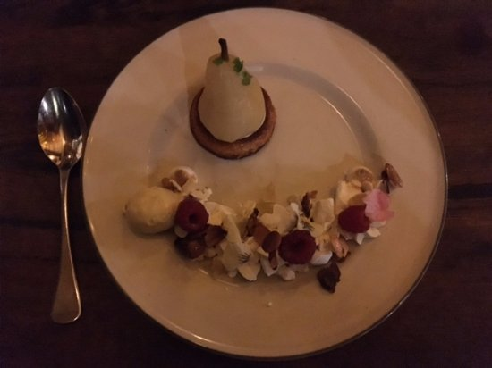 Huskisson, Australia: Poached Pair Dessert