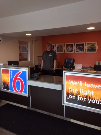 Motel 6 Billings - South: Front desk and Doud
