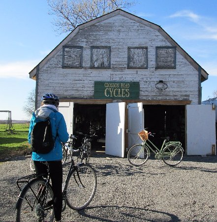 Hillier, Canada : Returning to Closson Cycles after a full day of touring.
