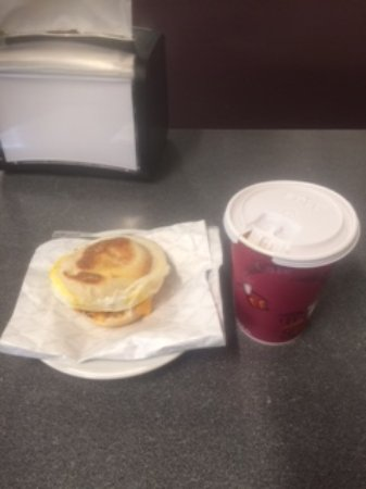 New Germany, Kanada: Breakfast sandwich and coffee