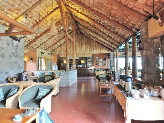 Ndutu Safari Lodge: Lounge with all-day coffee/tea/cookies service