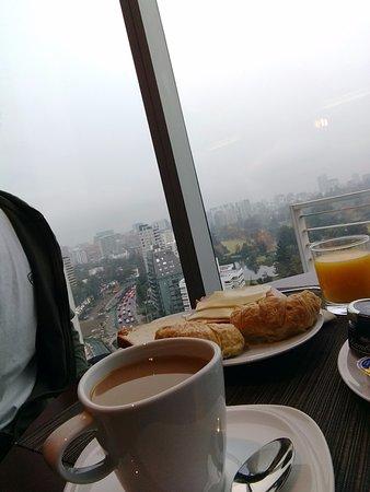 Región Metropolitana de Santiago, Chile: Desayuno super completo y hermosas vistas de la ciudad