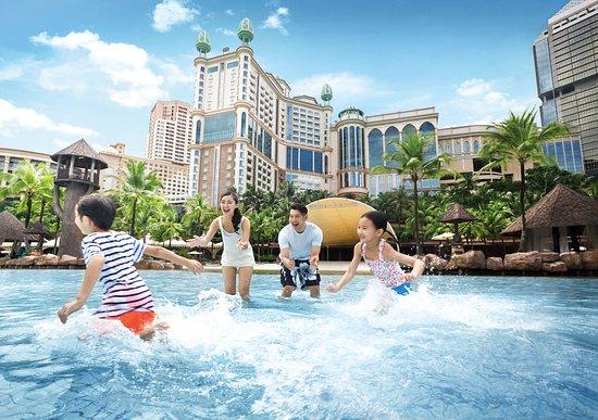 Sunway Resort Hotel & Spa: Enjoy a fun family time in Sunway Lagoon Surf Beach