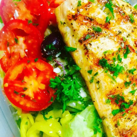 King Gyros Greek Restaurant: Salmon Greek Salad