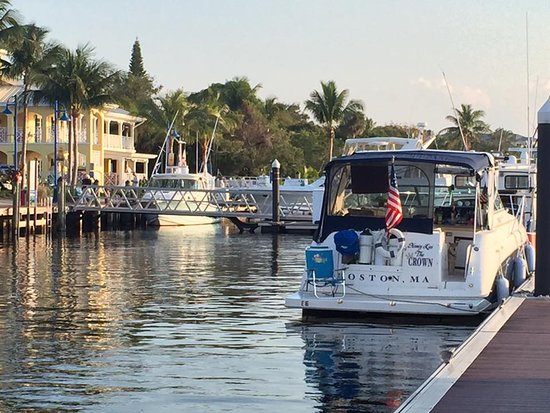 Port Saint Lucie, FL: WE DOCK AT 7 WATERFRONT RESTAURANTS