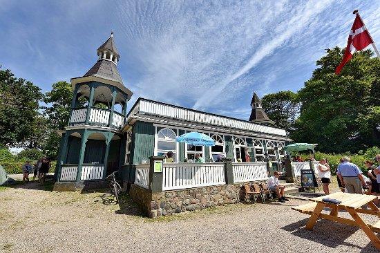 Restaurant Skansen ligger ud til Nysted Strand