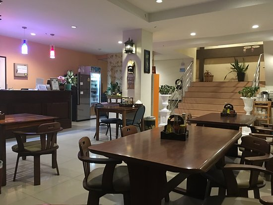 Chan Resort: Reception/Dining area (*Discretion, no one is around when photo was taken)