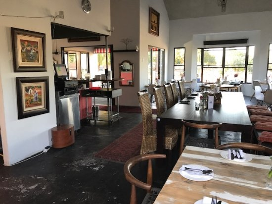 Riebeek Kasteel, South Africa: Warm and friendly ambiance