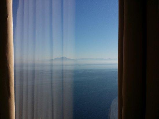 Hotel San Michele: Il Vesuvio... e la meravigliosa Baia di Napoli...ai nostri piedi